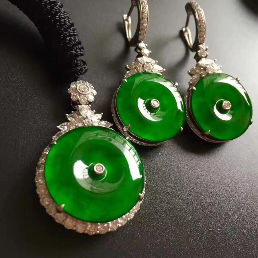 Feature Imperial Jade Jadeite White Gold And Diamonds Dimensions 21x3mm Each Total 46mm Earring 24x3mm Pendants